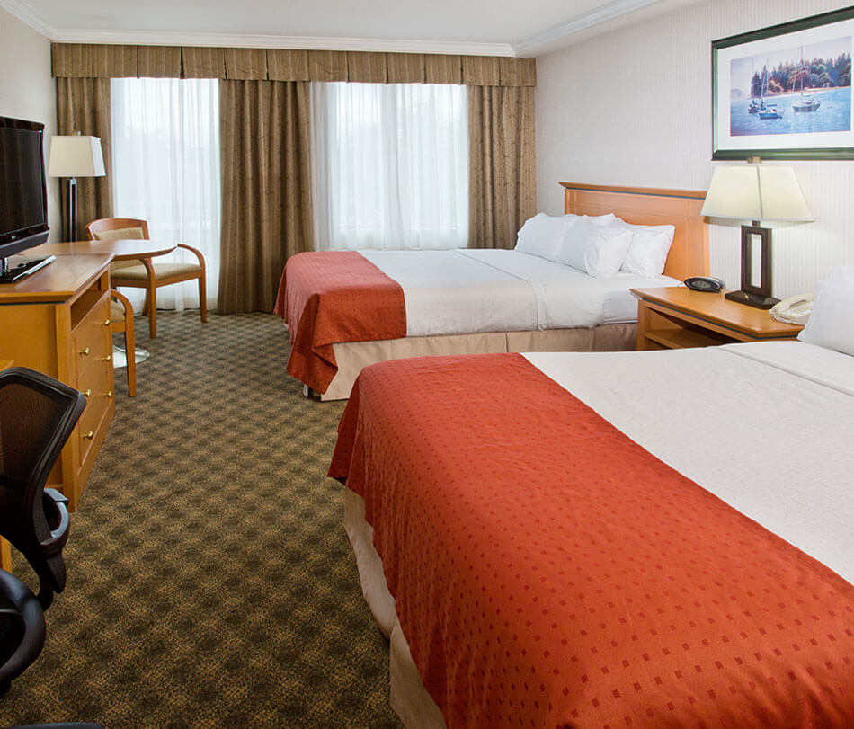 Double queen room - accommodations at Holiday Inn North Vancouver