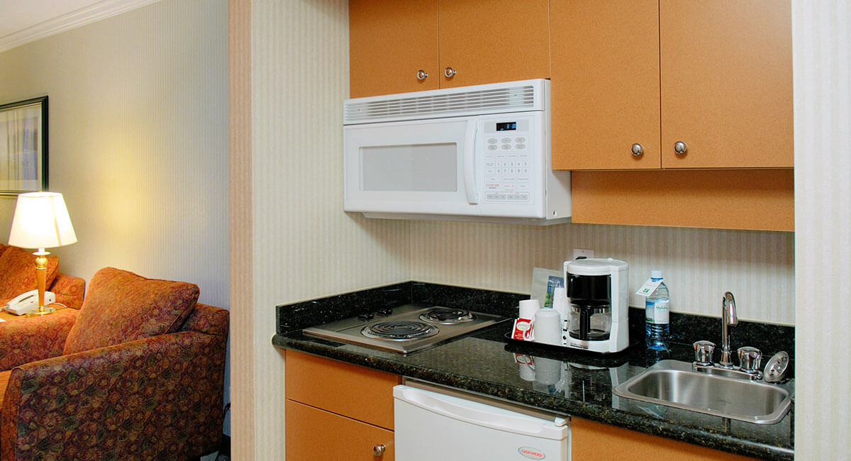 A room with a fully functioning kitchenette at the Holiday Inn North Vancouver