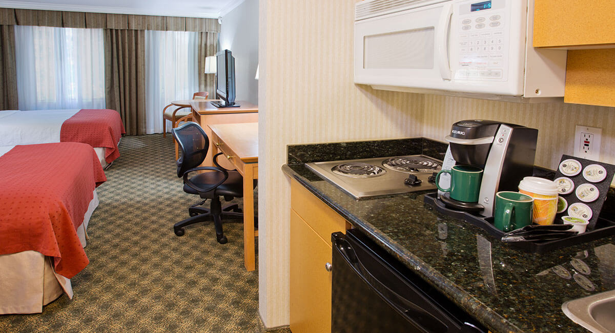 Double bed room with kitchenette at Holiday Inn North Vancouver