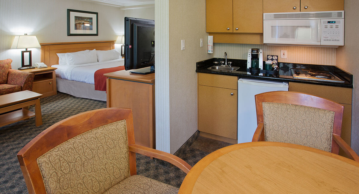 One bedroom suite with kitchenette and eating table at the Holiday Inn North Vancouver