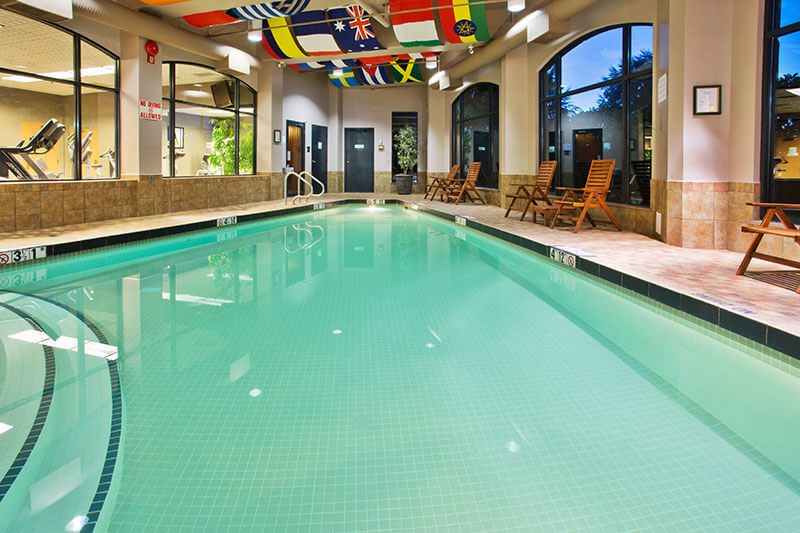 North vancouver amenities paradise spa holiday inn suites hotel for Indoor swimming pools vancouver
